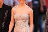 劉亦菲穿一身吊帶款式連衣裙大秀好身材